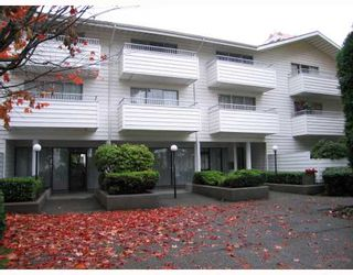 "Photo 1: 319 707 8TH Street in New Westminster: Uptown NW Condo for sale in ""THE DIPLOMAT"" : MLS®# V793958"