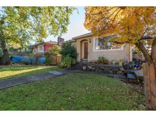 Photo 1: 259 W 26TH STREET in North Vancouver: Upper Lonsdale House for sale : MLS®# R2014783