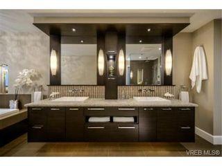 Photo 7: 2162 Neil St in VICTORIA: OB Henderson House for sale (Oak Bay)  : MLS®# 706872