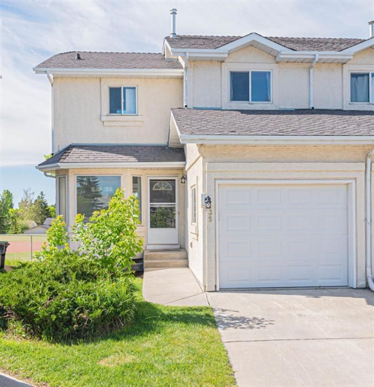 Main Photo: 35 Rundlelawn Park NE in Calgary: Rundle Semi Detached for sale : MLS®# A1154037