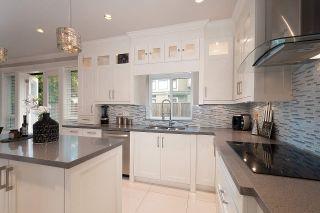 Photo 7: 9231 CHAPMOND Crescent in Richmond: Seafair House for sale : MLS®# R2411403