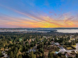 Main Photo: 522 BALLANTREE Place in West Vancouver: Glenmore House for sale : MLS®# R2560039
