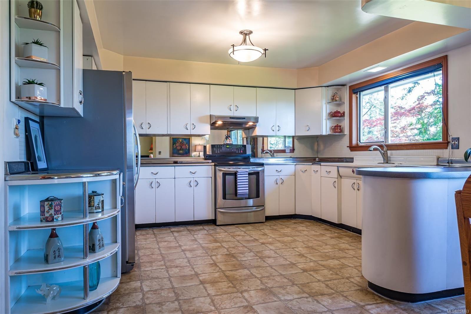 Photo 21: Photos: 4241 Buddington Rd in : CV Courtenay South House for sale (Comox Valley)  : MLS®# 857163