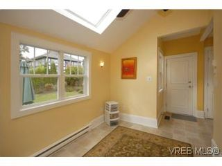 Photo 11: 1044 Redfern St in VICTORIA: Vi Fairfield East House for sale (Victoria)  : MLS®# 518219