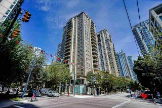 """Photo 2: 2006 989 RICHARDS Street in Vancouver: Downtown VW Condo for sale in """"The Mondrian I"""" (Vancouver West)  : MLS®# R2592338"""