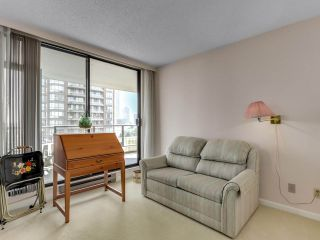 "Photo 15: 901 6152 KATHLEEN Avenue in Burnaby: Metrotown Condo for sale in ""THE EMBASSY"" (Burnaby South)  : MLS®# R2568817"