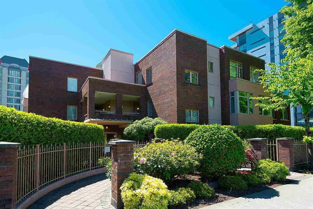Main Photo: #309 - 2271 Bellevue Ave in West Vancouver: Dundarave Condo for sale : MLS®# R2615793