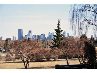 Photo 2: 31 HIGHWOOD Place NW in Calgary: Highwood Residential Detached Single Family for sale : MLS®# C3639703