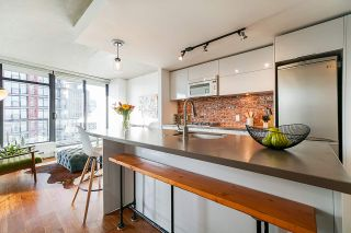 "Photo 7: 2008 108 W CORDOVA Street in Vancouver: Downtown VW Condo for sale in ""WOODWARDS"" (Vancouver West)  : MLS®# R2537299"