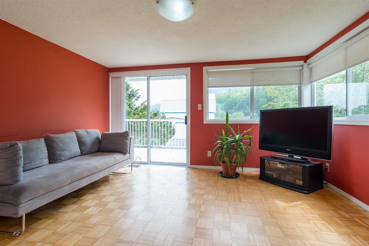 Photo 5: Photos: 3870 STEWART Road: Yarrow House for sale : MLS®# R2165934