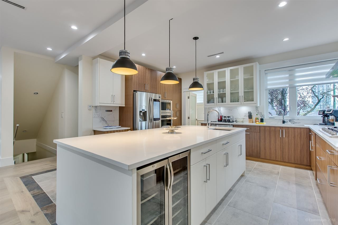 Photo 8: Photos: 4649 BRENTLAWN Drive in Burnaby: Brentwood Park House for sale (Burnaby North)  : MLS®# R2507776