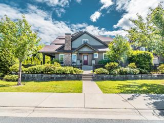 """Photo 1: 61 21867 50 Avenue in Langley: Murrayville Townhouse for sale in """"WINCHESTER"""" : MLS®# R2593796"""