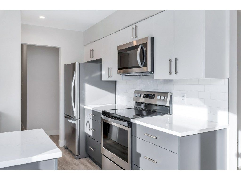 """Main Photo: 306 1351 MARTIN Street: White Rock Condo for sale in """"The Dogwood"""" (South Surrey White Rock)  : MLS®# R2549091"""