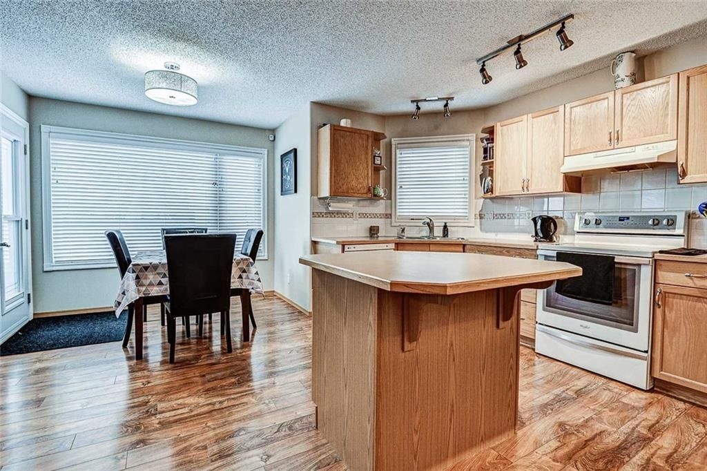Photo 8: Photos: 25 THORNLEIGH Way SE: Airdrie Detached for sale : MLS®# C4282676
