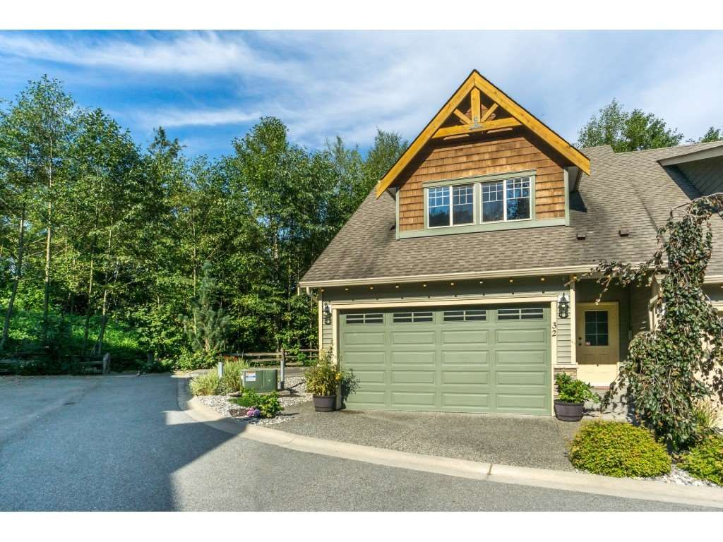 """Photo 1: Photos: 32 46840 RUSSELL Road in Sardis: Promontory Townhouse for sale in """"Timeber Ridge"""" : MLS®# R2359001"""