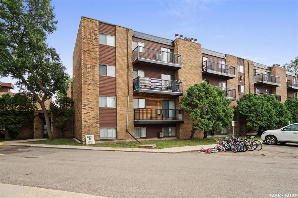 Main Photo: 208 802 Kingsmere Boulevard in Saskatoon: Lakeview SA Residential for sale : MLS®# SK867829