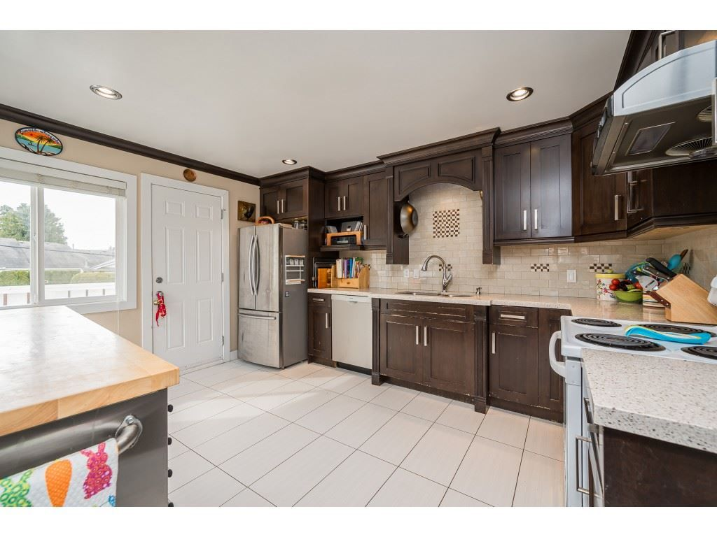Photo 8: Photos: 20305 50 AVENUE in Langley: Langley City House for sale : MLS®# R2561802