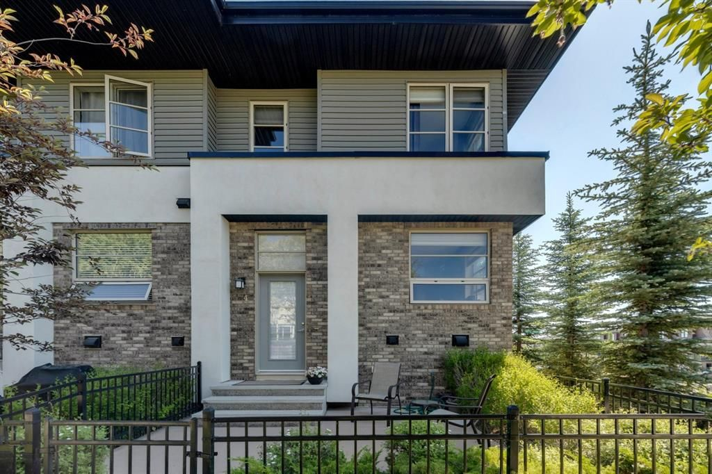 Main Photo: 4 Aspen Hills Common SW in Calgary: Aspen Woods Row/Townhouse for sale : MLS®# A1125530