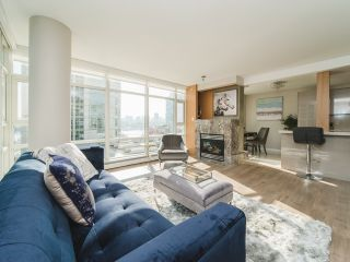 Photo 3: 706 198 AQUARIUS MEWS in Vancouver: Yaletown Condo for sale (Vancouver West)  : MLS®# R2424836