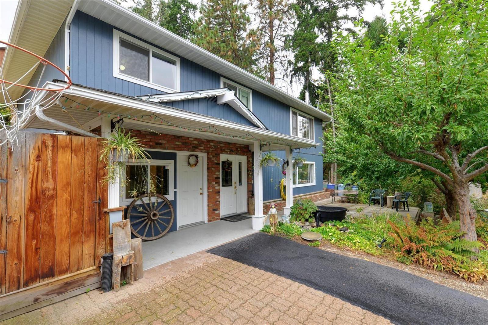 Main Photo: 3486 McTaggart Road, in West Kelowna: House for sale : MLS®# 10240521