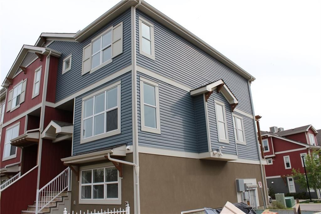Main Photo: 814 10 Auburn Bay Avenue SE in Calgary: Auburn Bay Row/Townhouse for sale : MLS®# C4285927