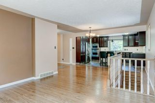 Photo 8: 6131 Lacombe Way SW in Calgary: Lakeview Detached for sale : MLS®# A1129548