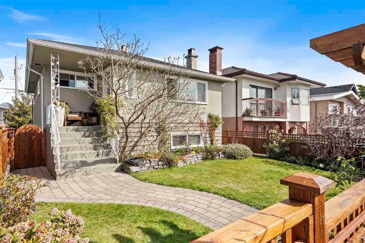 Main Photo: 4317 DUNDAS Street in Burnaby: Vancouver Heights House for sale (Burnaby North)  : MLS®# R2562892