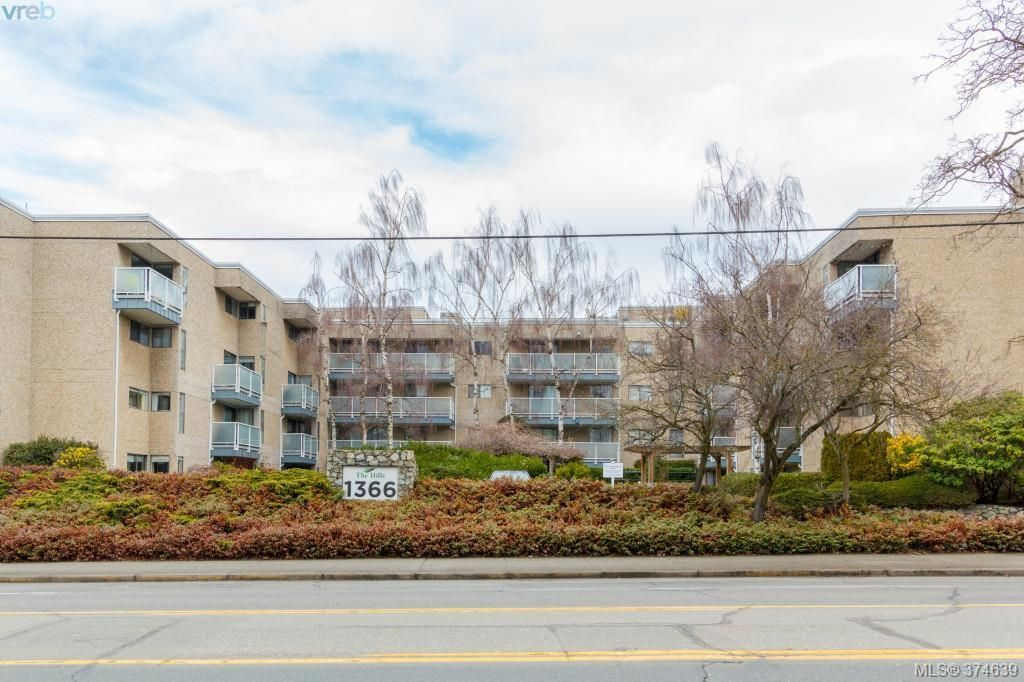 Main Photo: 206 1366 Hillside Ave in VICTORIA: Vi Oaklands Condo for sale (Victoria)  : MLS®# 751862