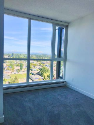 """Photo 11: 2410 10777 UNIVERSITY Drive in Surrey: Whalley Condo for sale in """"CITYPOINT"""" (North Surrey)  : MLS®# R2588021"""