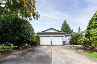 Photo 1: 1554 132B Street in Surrey: Crescent Bch Ocean Pk. House for sale (South Surrey White Rock)  : MLS®# R2612650