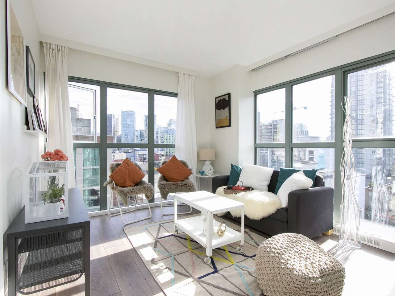"""Main Photo: 807 1188 HOWE Street in Vancouver: Downtown VW Condo for sale in """"1188 Howe"""" (Vancouver West)  : MLS®# R2112163"""