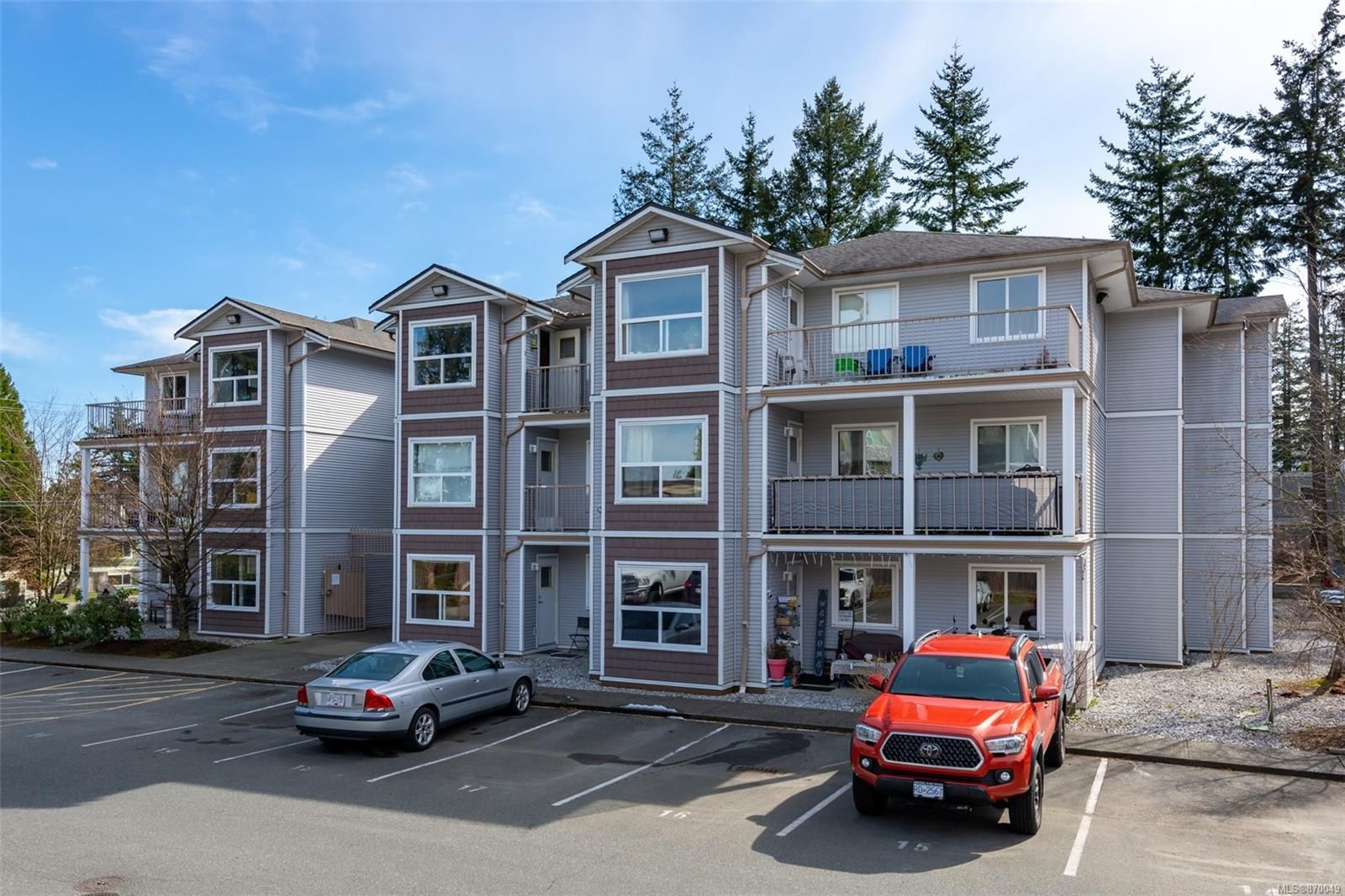 Main Photo: 203 262 Birch St in : CR Campbell River Central Condo for sale (Campbell River)  : MLS®# 870049