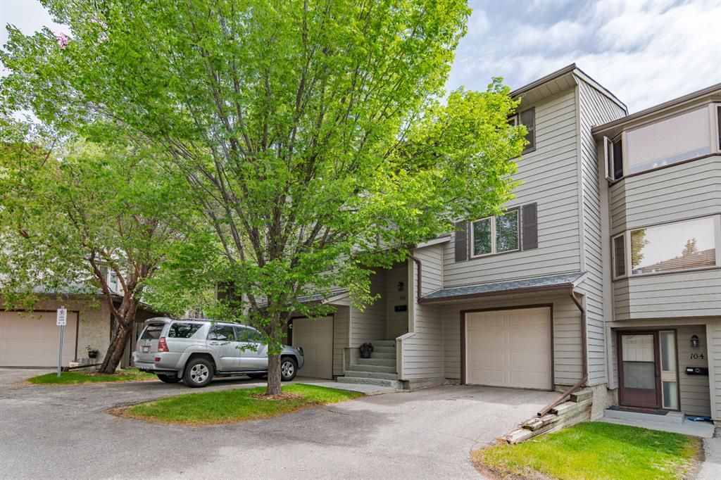 Main Photo: 166 Glamis Terrace SW in Calgary: Glamorgan Row/Townhouse for sale : MLS®# A1119592