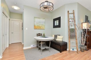 Photo 2: 304 2220 Sooke Rd in : Co Hatley Park Condo for sale (Colwood)  : MLS®# 883959