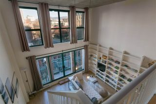 """Photo 2: 403 22 E CORDOVA Street in Vancouver: Downtown VE Condo for sale in """"VAN HORNE"""" (Vancouver East)  : MLS®# R2445831"""