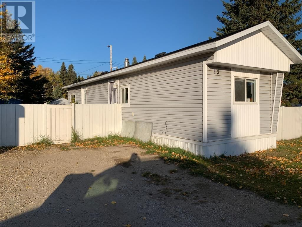 Main Photo: 13, 404 6 Avenue NW in Slave Lake: House for sale : MLS®# A1152834