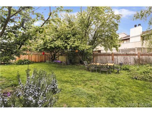 Photo 20: Photos: 3055 Carroll St in VICTORIA: Vi Burnside House for sale (Victoria)  : MLS®# 728046