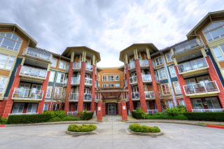 """Photo 1: 208 14 E ROYAL Avenue in New Westminster: Fraserview NW Condo for sale in """"VICTORIA HILL"""" : MLS®# R2244673"""