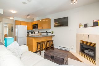 """Photo 1: 1210 939 HOMER Street in Vancouver: Yaletown Condo for sale in """"THE PINNACLE"""" (Vancouver West)  : MLS®# R2461082"""