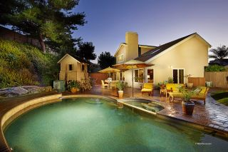 Photo 2: CARLSBAD SOUTH House for sale : 4 bedrooms : 7573 Caloma Circle in Carlsbad
