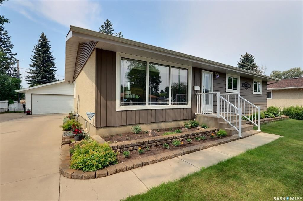 Main Photo: 2515 Steuart Avenue in Prince Albert: Crescent Heights Residential for sale : MLS®# SK864020