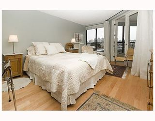 """Photo 8: 203 1470 PENNYFARTHING Drive in Vancouver: False Creek Condo for sale in """"HARBOUR COVE"""" (Vancouver West)  : MLS®# V686677"""