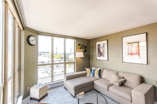 Photo 2: 807 680 CLARKSON STREET in New Westminster: Downtown NW Condo for sale : MLS®# R2094673