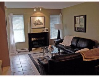"""Photo 2: 26 23085 118TH Avenue in Maple_Ridge: East Central Townhouse for sale in """"SOMMERVILLE GARDENS"""" (Maple Ridge)  : MLS®# V638889"""