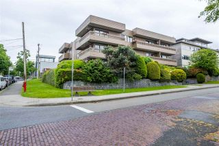 """Photo 4: 103 2100 W 3RD Avenue in Vancouver: Kitsilano Condo for sale in """"PANORAMA PLACE"""" (Vancouver West)  : MLS®# R2457956"""