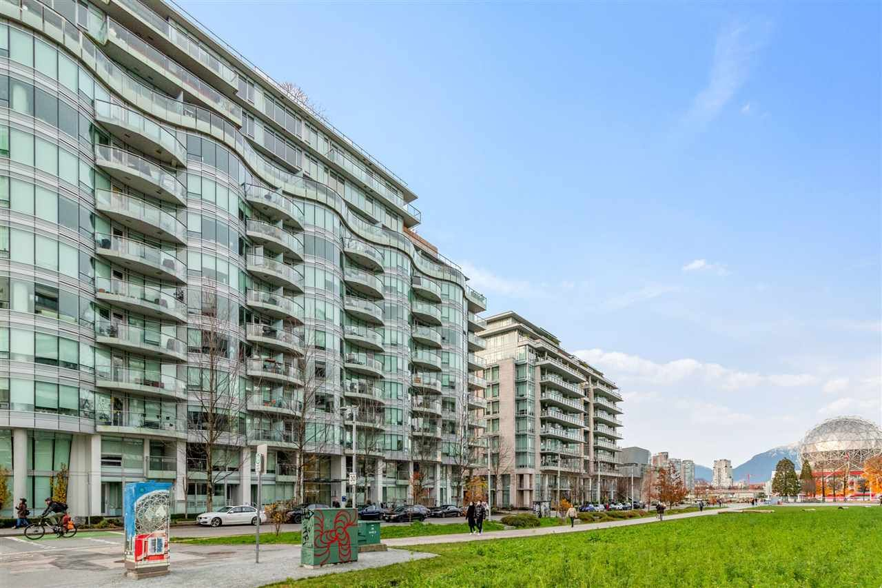 "Main Photo: 1401 1661 ONTARIO Street in Vancouver: False Creek Condo for sale in ""Millennium Water"" (Vancouver West)  : MLS®# R2521704"
