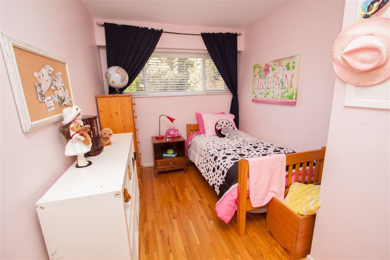 """Photo 15: Photos: 953 DRAYTON Street in North Vancouver: Calverhall House for sale in """"CALVERHALL"""" : MLS®# R2112322"""