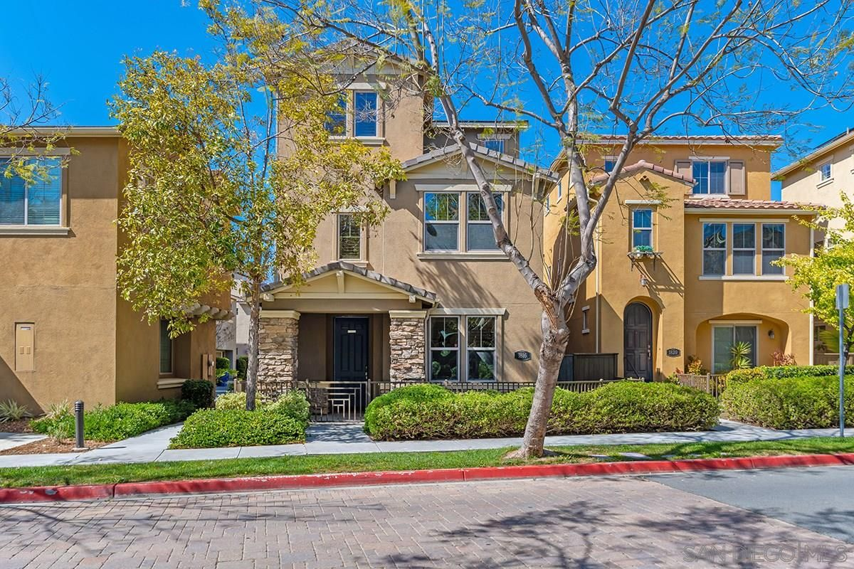 Main Photo: CHULA VISTA House for sale : 4 bedrooms : 1816 Scarlet Pl