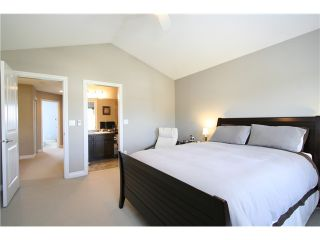 """Photo 11: 7035 180TH Street in Surrey: Cloverdale BC Townhouse for sale in """"Terraces at Provinceton"""" (Cloverdale)  : MLS®# F1321637"""