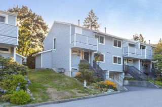 """Photo 1: 4763 HOSKINS Road in North Vancouver: Lynn Valley Townhouse for sale in """"Yorkwood Hills"""" : MLS®# R2617725"""